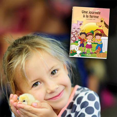 Petite fille devient héros de livre personnalisé aventure à la ferme
